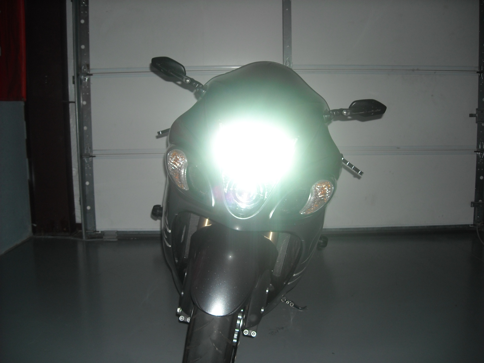 2009 Hayabusa Before And After With 6000k H.I.D Kit Installed